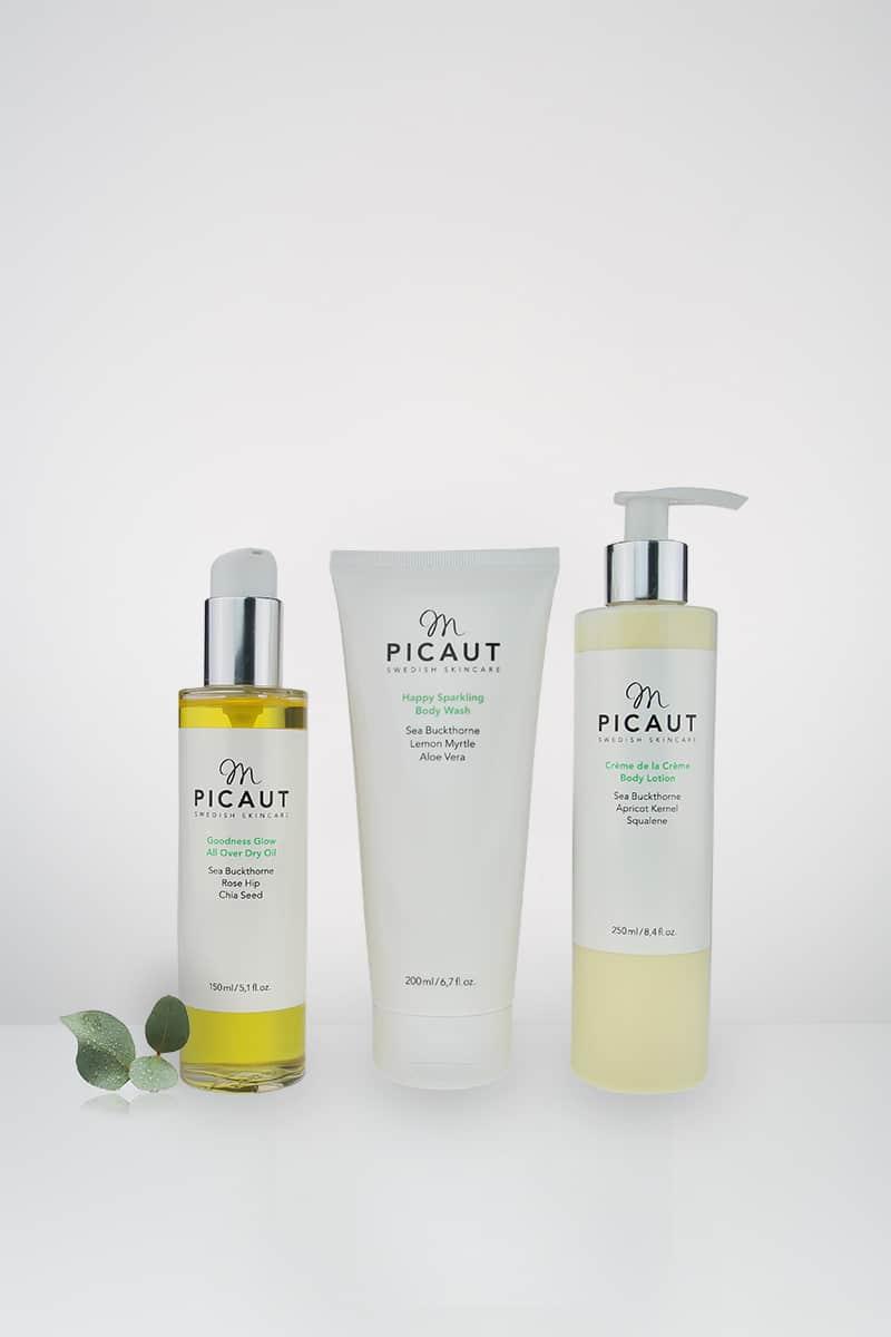 Happy Sparkling Body Wash, Goodness Glow All Over Dry Oil och Crème de la Crème Bodylotion utgör M Picauts första serie av kroppsprodukter.