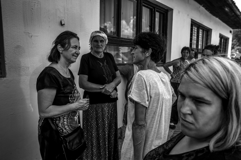 """De har kallats """"kvinnorna som blev kvar"""". Tusentalsänkor, mammor, systrar och döttrar som förlorade allt i Bosnienkriget."""